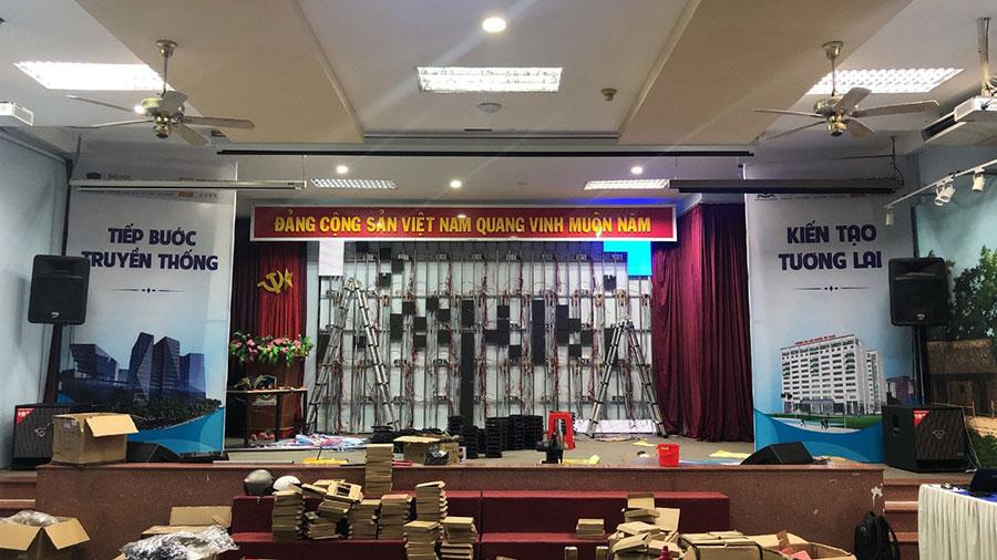 Lắp đặt màn hình LED 300 inch cho phòng hội trường lớn trường Đại Học tại TP HCM