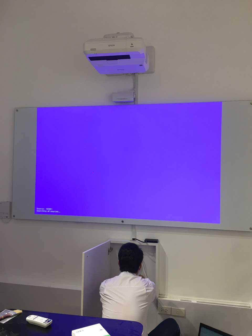 Máy chiếu tích hợp tương tác thông minh Epson EB-1470Ui